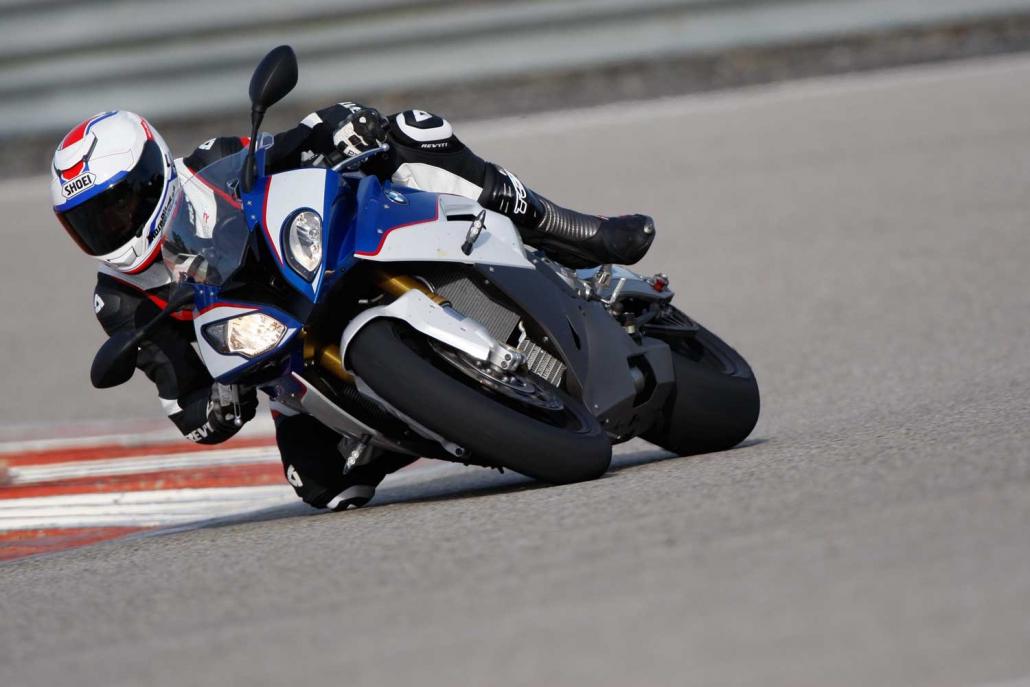 Jaunas riepas sporta motocikliem
