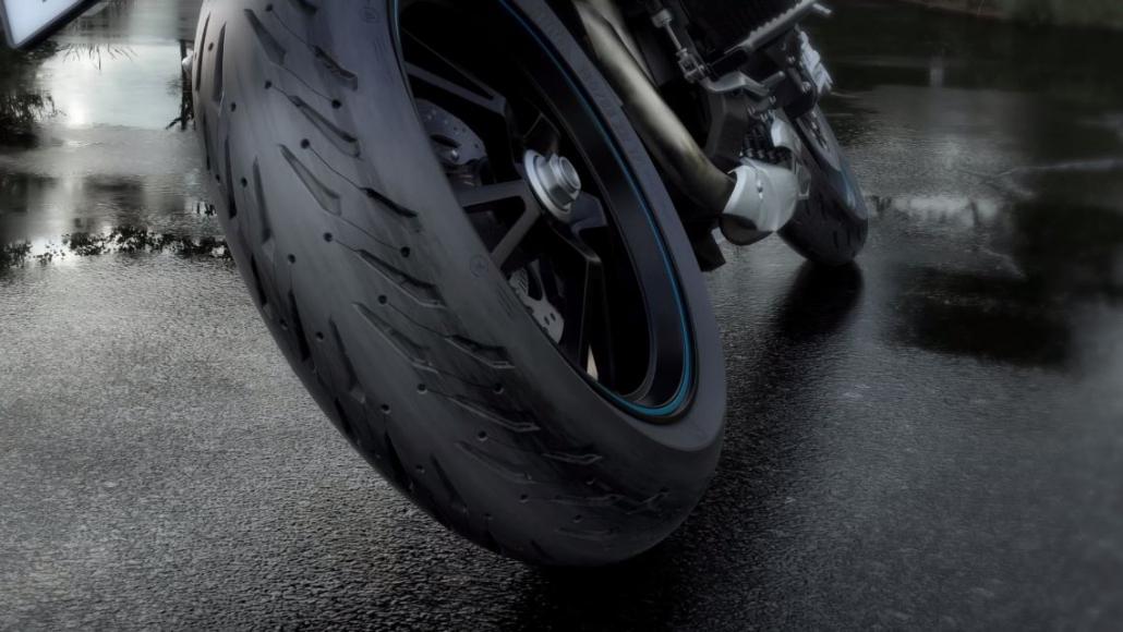 Motociklu riepas mitriem laika apstākļiem