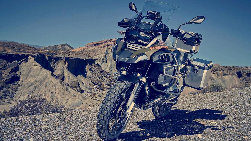 BMW motocikliem jaunas riepas